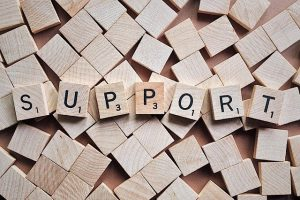 das Wort Support als Buchstaben in Holz